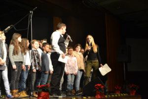 Das Konzert haben Nele Altana (Jgst. 12) und Marc Fischer (Jgst. 12) moderiert.